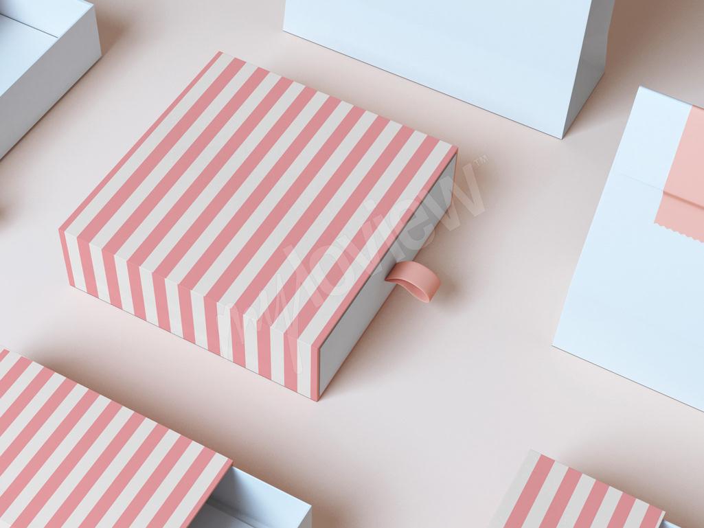 Pudełka oklejoną pasiastą tapetą