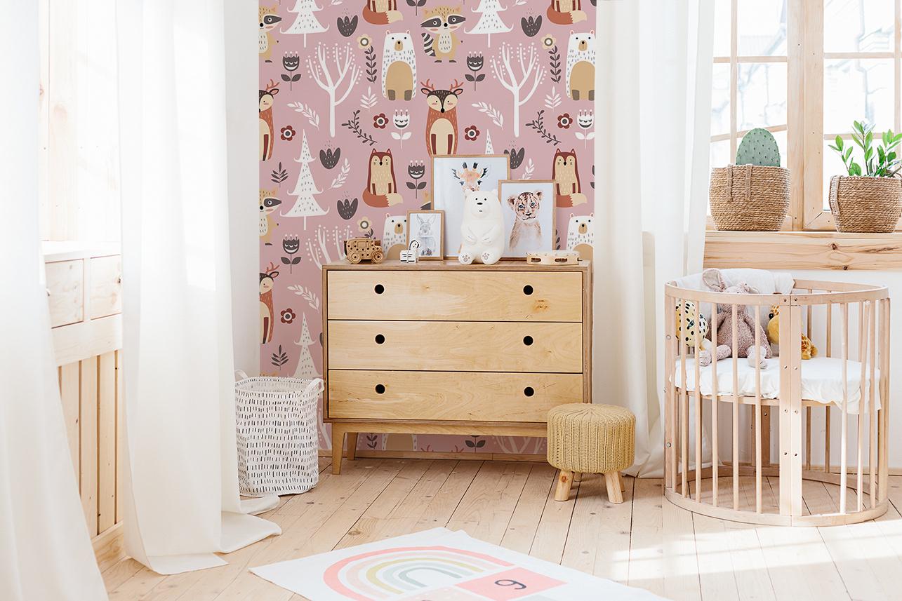 Dziecięca fototapeta w pastelowych odcieniach może stanowić idealne tło dla drewnianych mebli