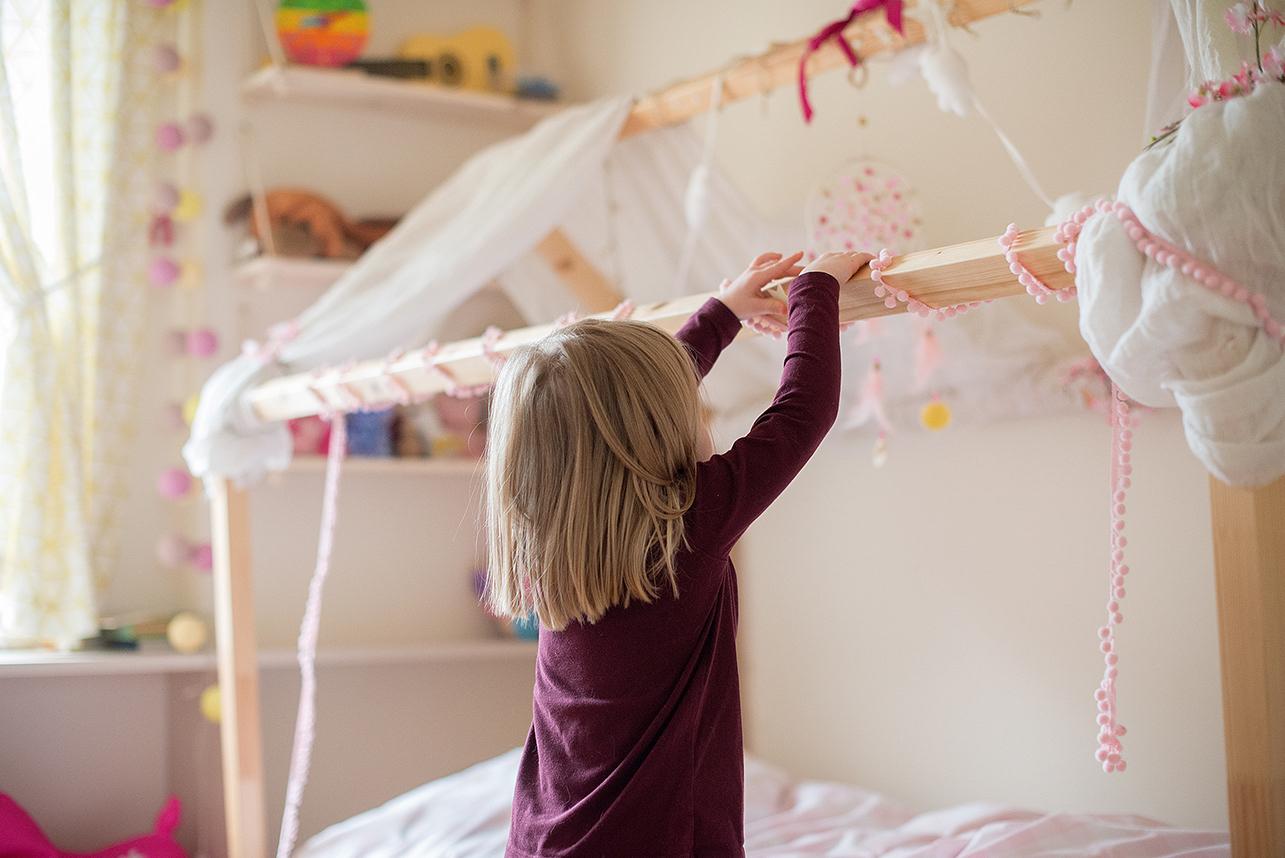 Niech maluch sam udekoruje swoją przestrzeń, to sprawi mu wiele radości i rozwinie wyobraźnię