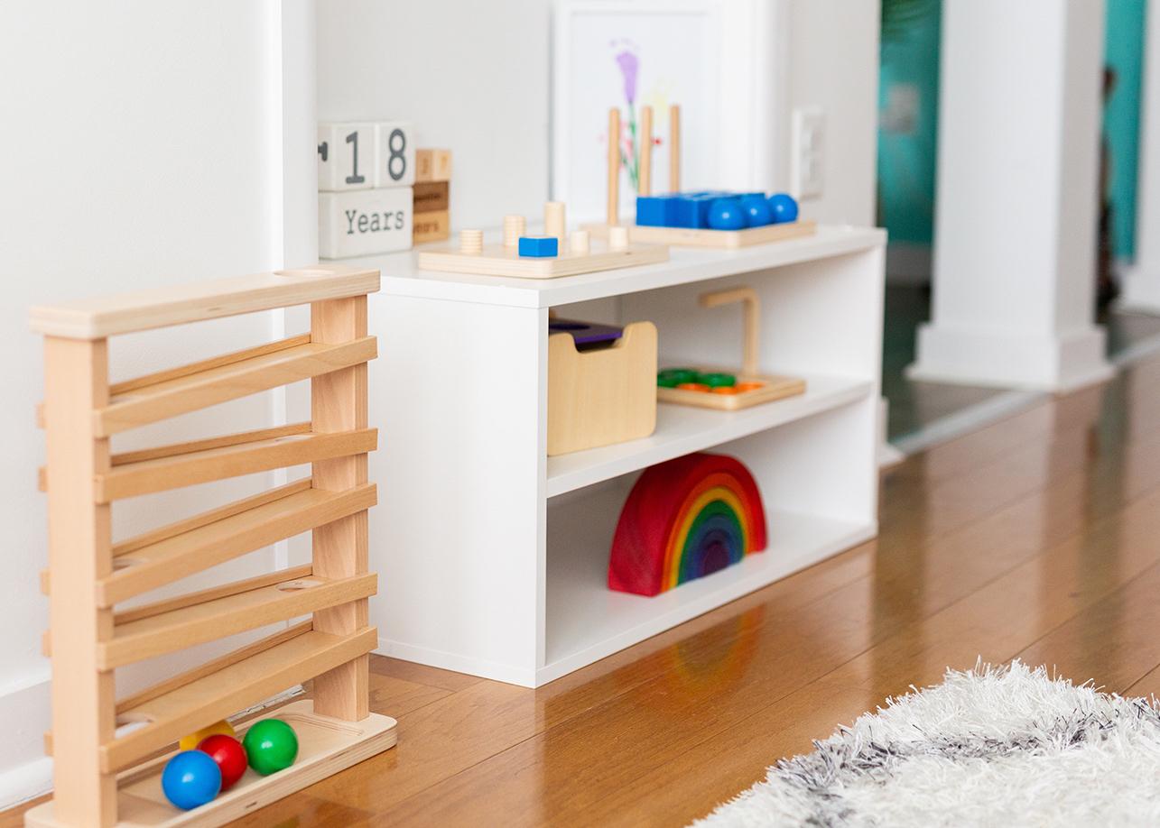Pamiętaj aby wybierać zabawki i meble wykonane z natuarlnych materiałów