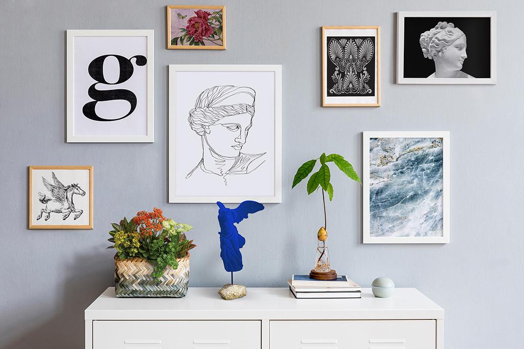 Jeżeli chcesz stworzyć swoją autorską gallery wall to warto zainspirować się najnowszymi trendami