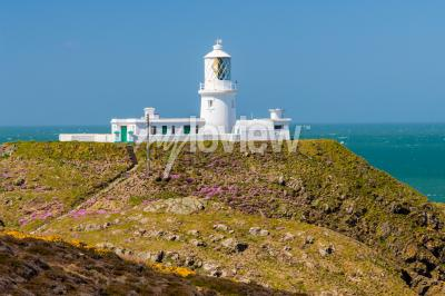 Fototapeta Strumble Head and the 1908 Lighthouse on the Pembrokeshire coast