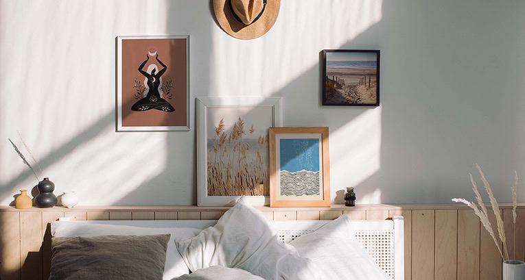 Dekoracja ściany nad łóżkiem. 5 nieszablonowych pomysłów!