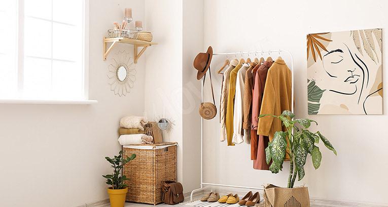 Garderoba z oknem. 5 aranżacyjnych pomysłów godnych rozważenia