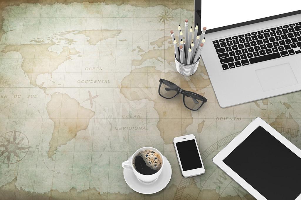Naklejka na biurko mapa świata