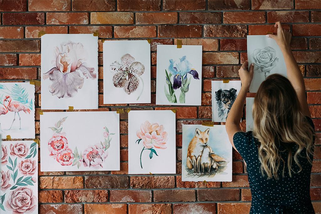 Obrazy na ceglanej ścianie