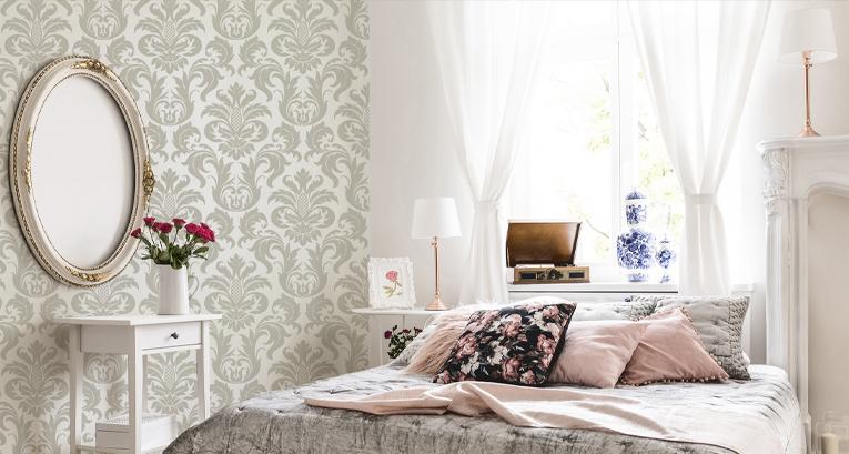Sypialnia w stylu glamour z wykorzystaniem fototapet