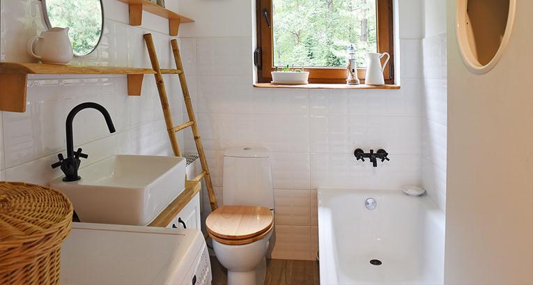 Długa, wąska łazienka. Jak ją urządzić, by była wygodna i praktyczna?