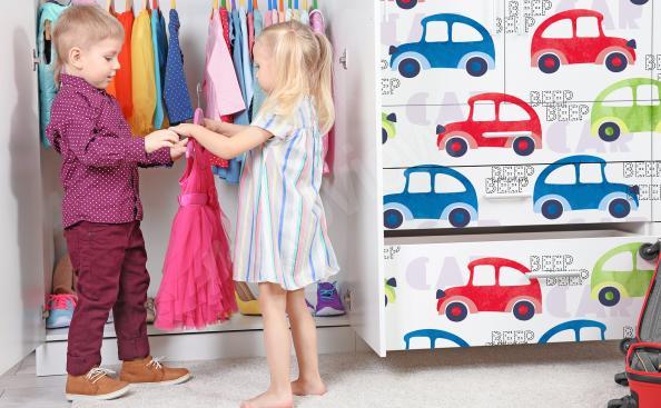 Dziecięca naklejka samochody na szafę
