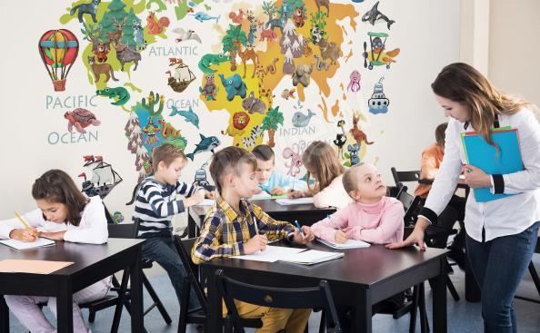 Fototapeta do szkoły z mapą i zwierzętami