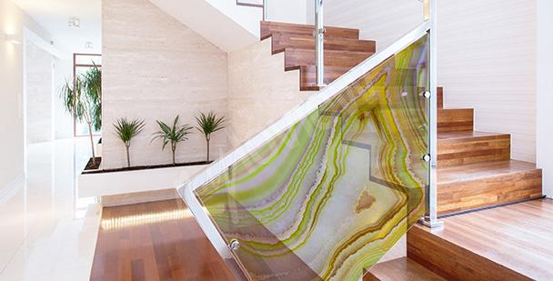 Naklejka witrażowa na szklaną balustradę