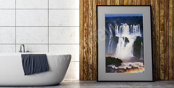 Plakat wielki wodospad wśród drzew